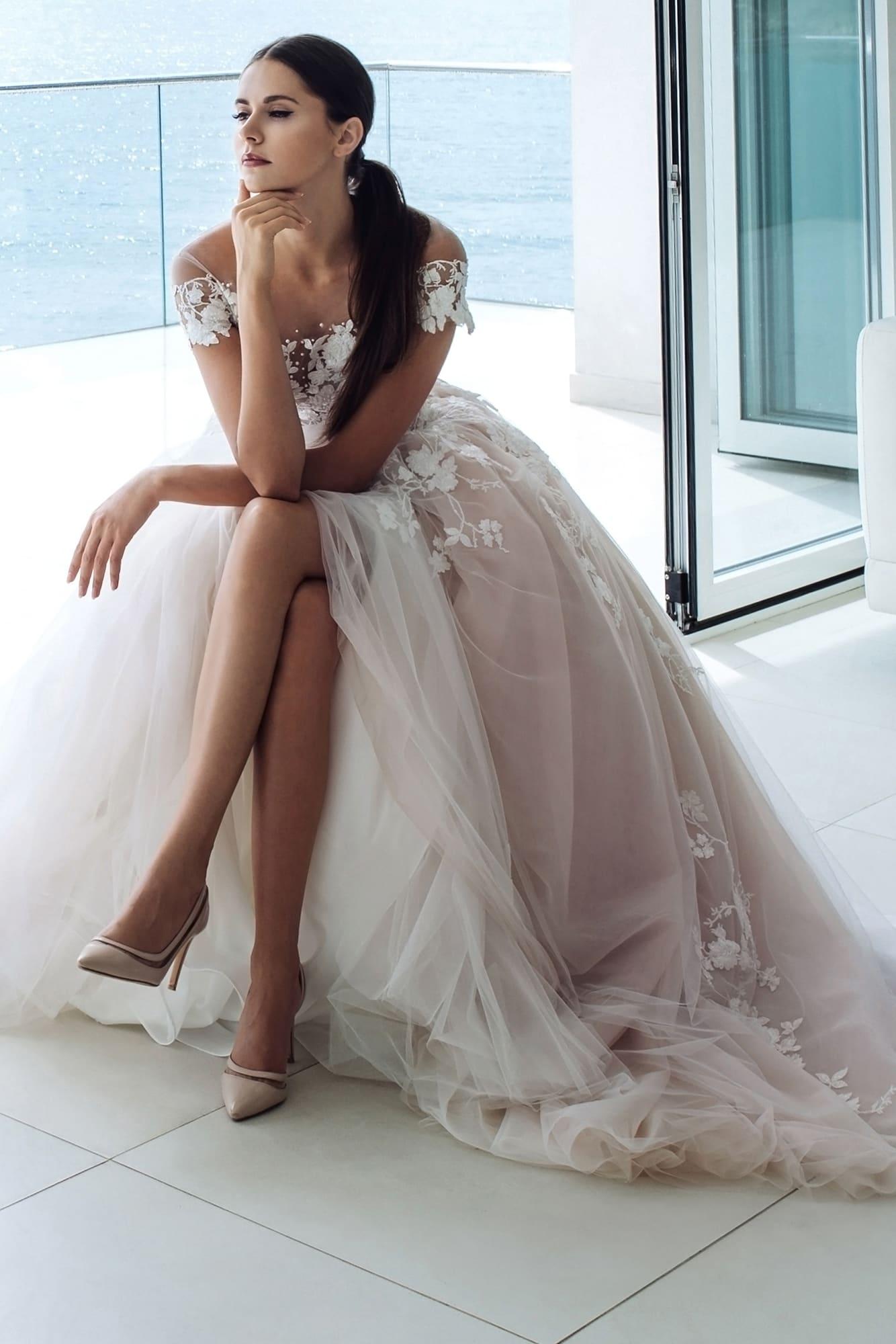 генерал свадебные платья ярославль фото должен покинуть страну