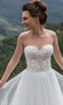 Классическое платье-бюстье А-силуэта
