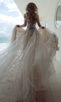 Великолепное платье пудрового цвета со шлейфом