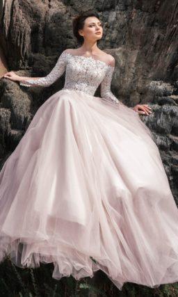 платье А-силуэта в нежно-розовом оттенке