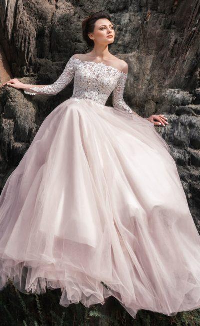 Платье с кружевным верхом и рукавами
