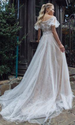Женственное платье оттенка айвори
