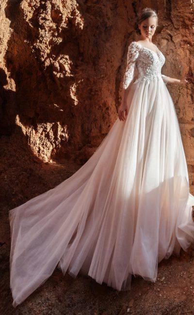 платье с роскошным кружевом