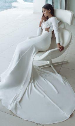 платье-русалка из белоснежного атласа с открытой спиной