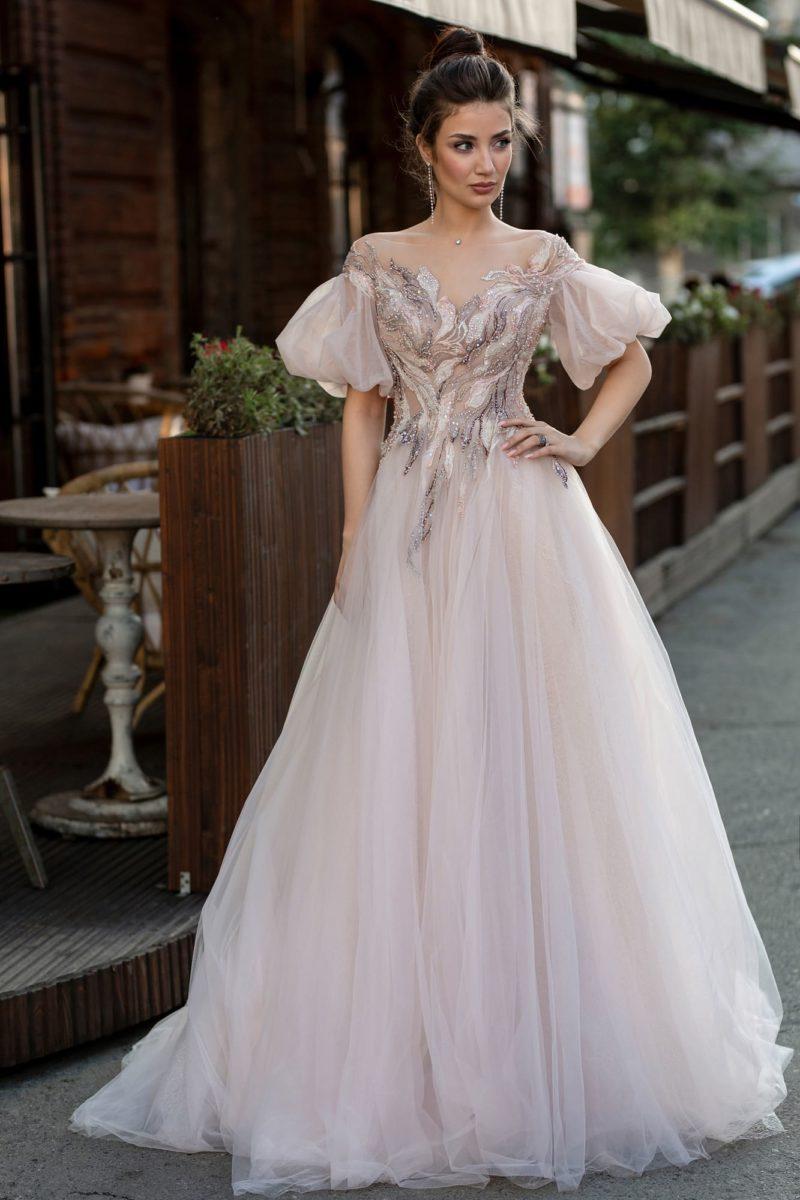 Платье с рукавами фонариком