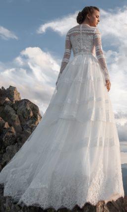 Кружевное закрытое платье в молочном оттенке