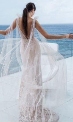 Эффектное платье прямого кроя