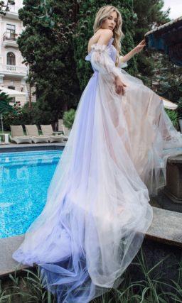 пышное платье цвета айвори с яркими цветными акцентами