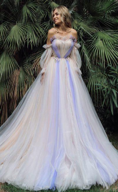 Свадебное платье с цветными акцентами
