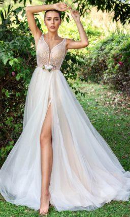 соблазнительное платье с прямой юбкой и открытой спиной