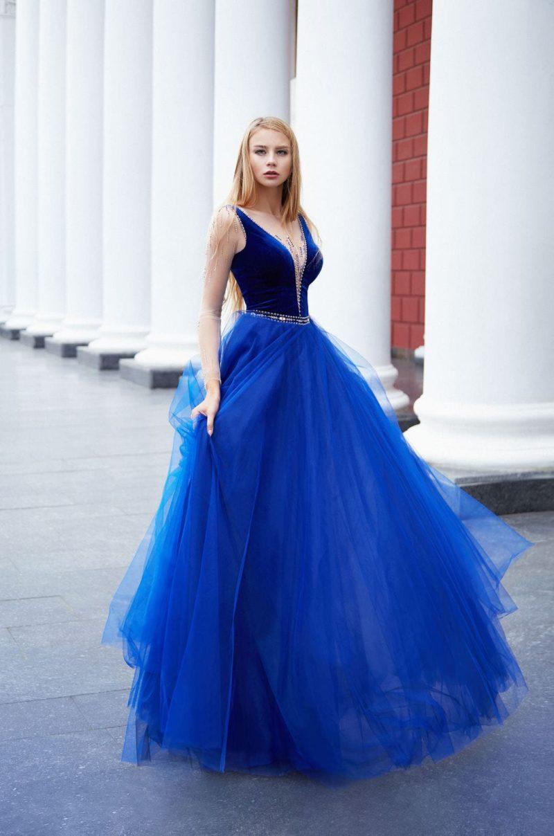 Длинное пышное вечернее платье яркого оттенка