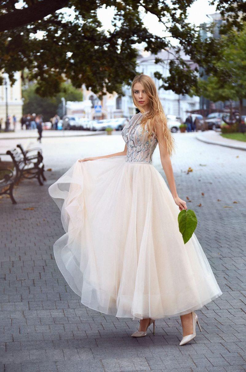 вечернее платье с облегающим корсетом и пышной юбкой