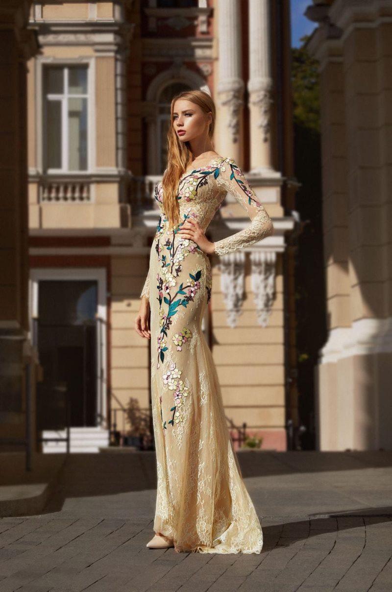 Длинное вечернее платье с длинными рукавами