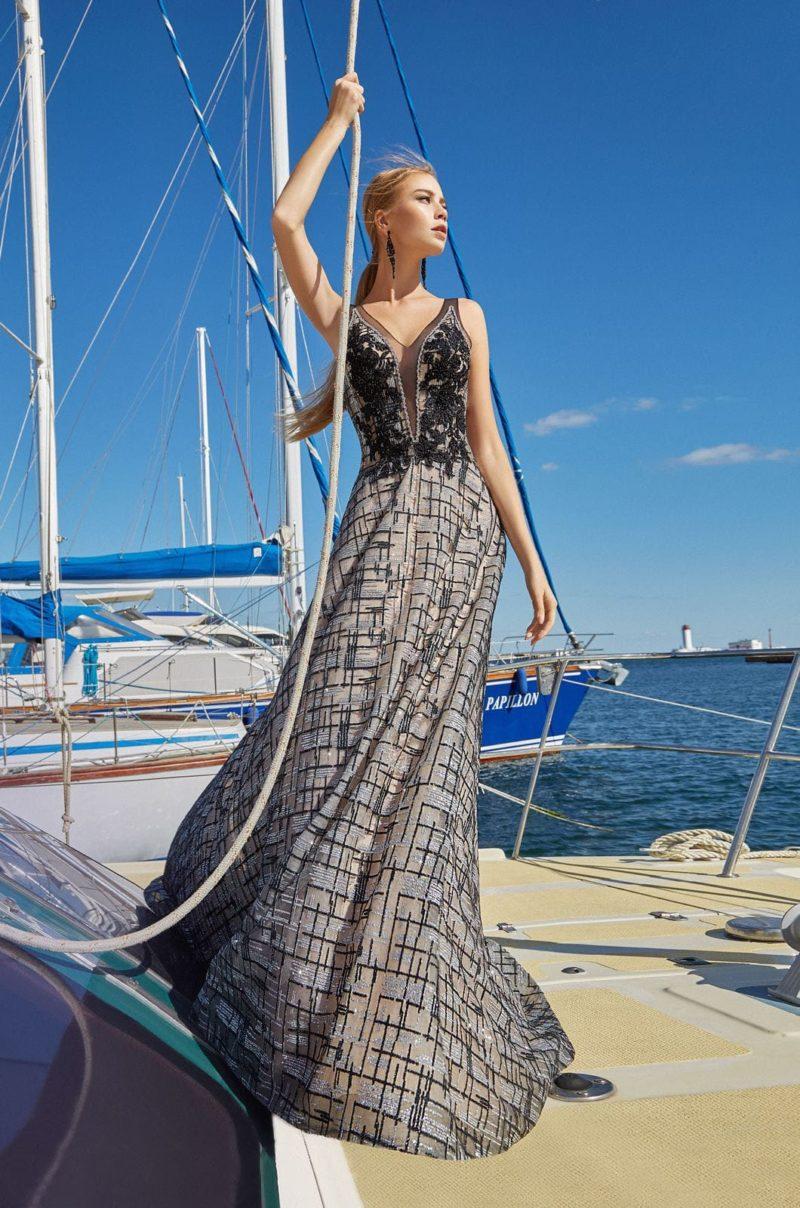 Длинное вечернее платье с оригинальным принтом