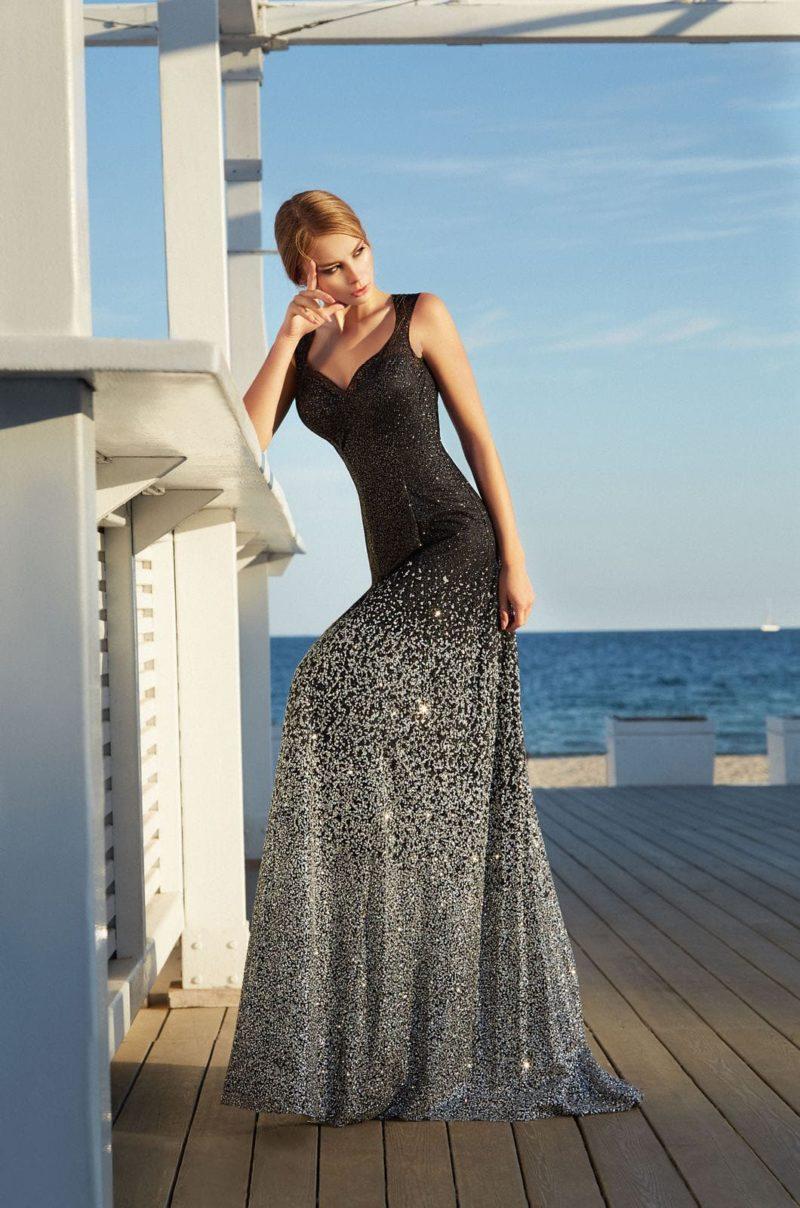 Облегающее длинное вечернее платье черного цвета