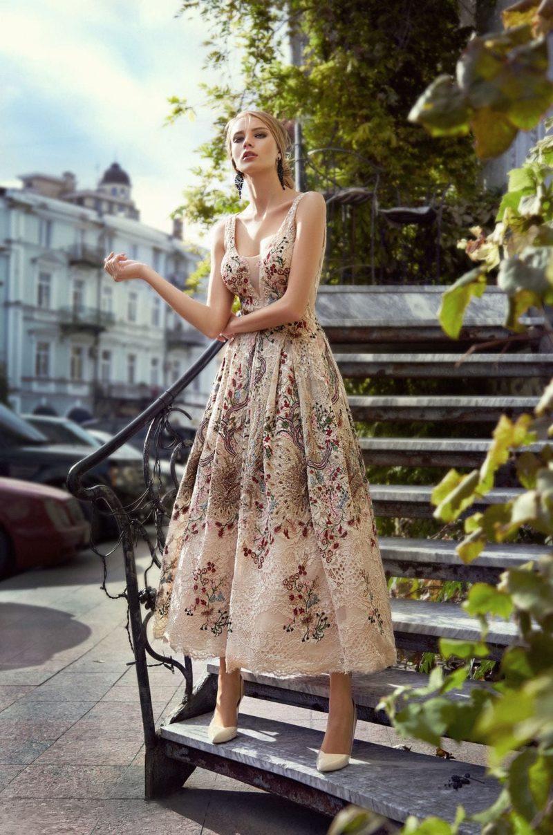 Утонченное вечернее платье длиной до щиколоток
