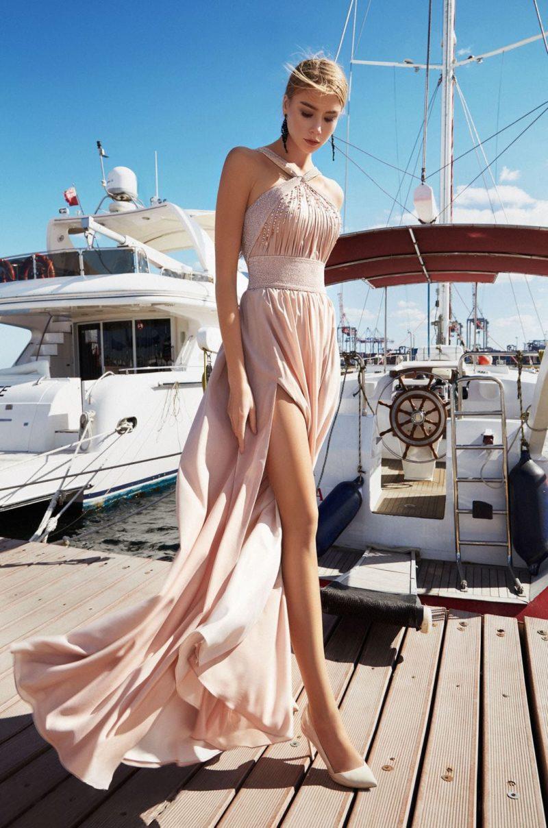 Длинное вечернее платье пепельно-розового оттенка