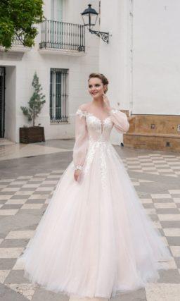свадебное платье с закрытым верхом и пышной юбкой