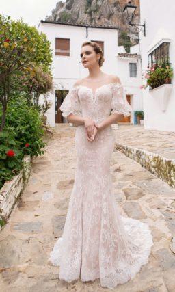 свадебное платье пудрового оттенка с изящным силуэтом русалка