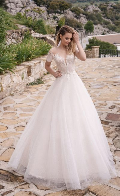 свадебное платье с очаровательным верхом, коротким рукавом и многослойной пышной юбкой
