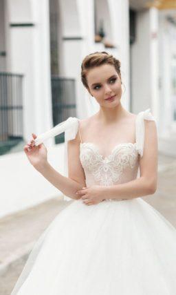 свадебное платье с классической бальной юбкой