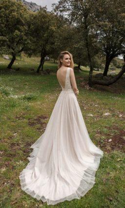 свадебное платье без рукавов с элегантным корсетом