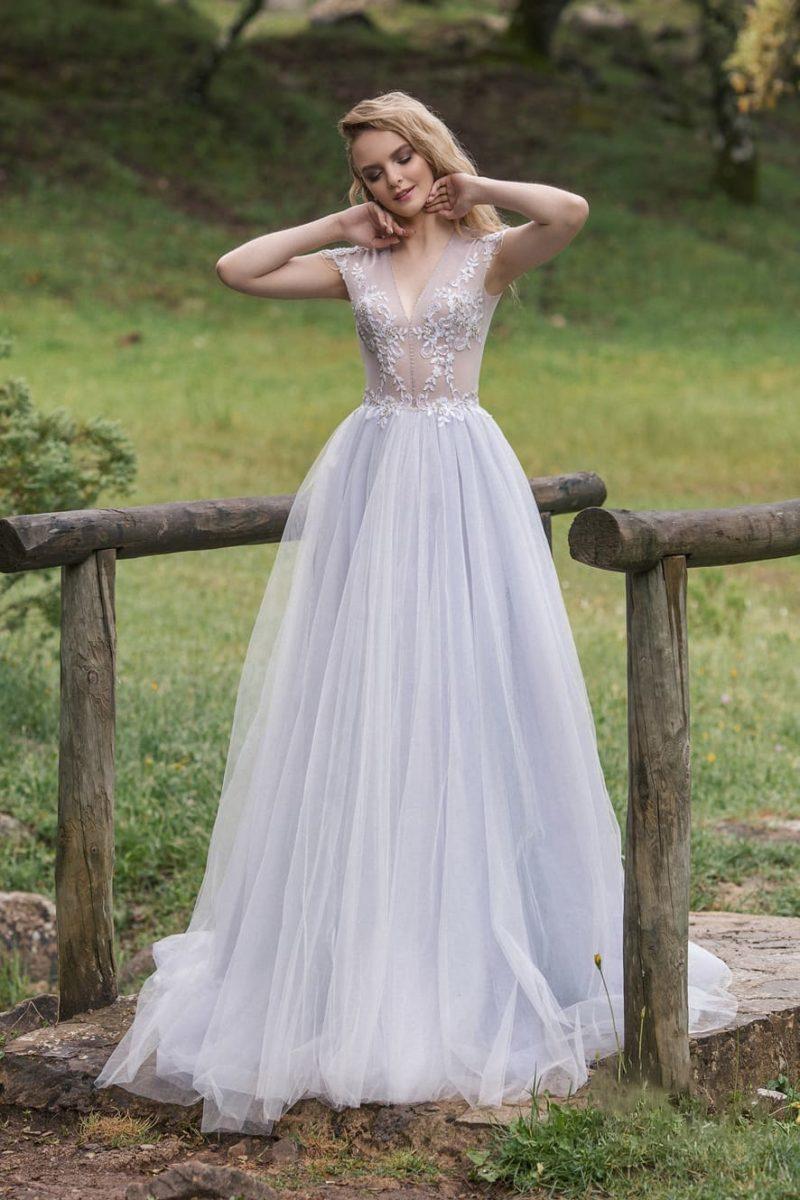 Сиреневое свадебное платье с приталенным силуэтом