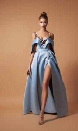 Оригинальное вечернее платье из голубого атласа