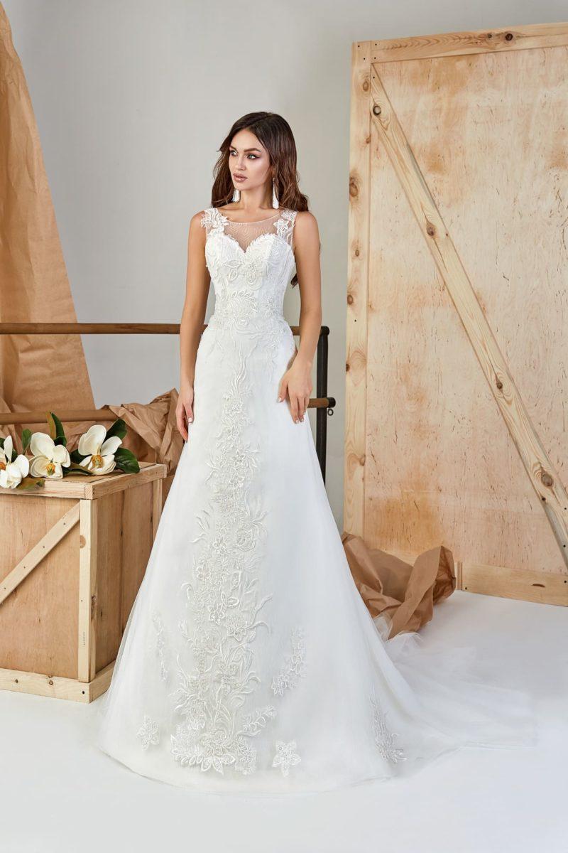 Приталенное платье с трапециевидной юбкой