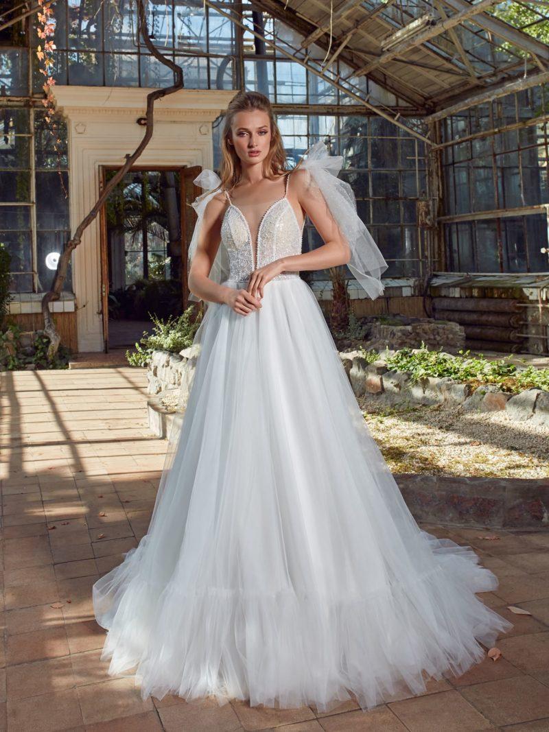 Свадебное платье расшитое пайетками и бисером