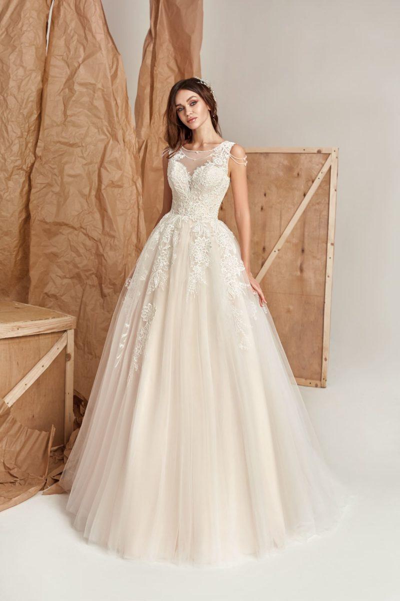 нежное платье цвета айвори с многослойной юбкой