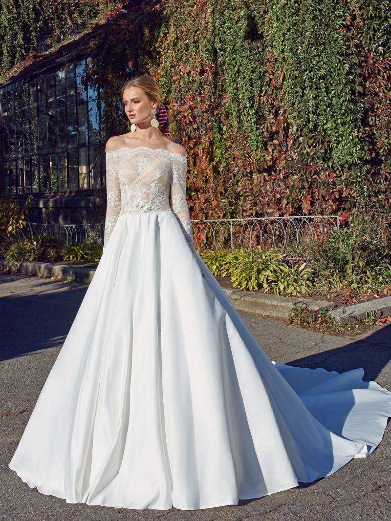 Свадебное платье из гипюра и атласа