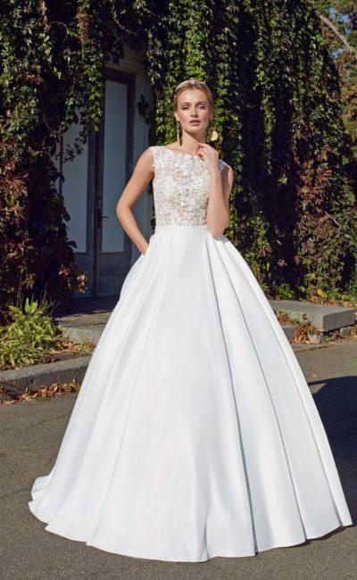 Сдержанное платье