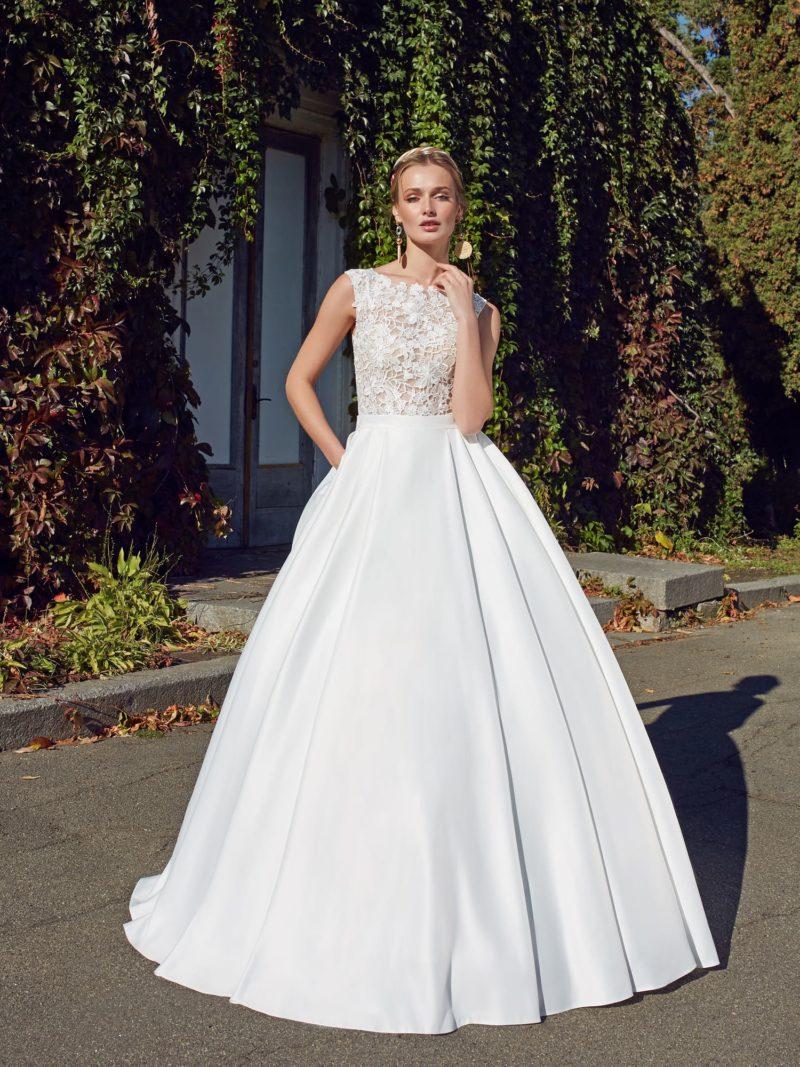Сдержанное и роскошное платье