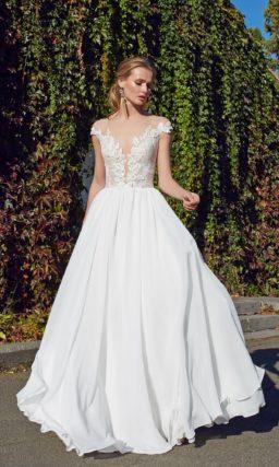 Приталенное платье со струящейся шелковой юбкой