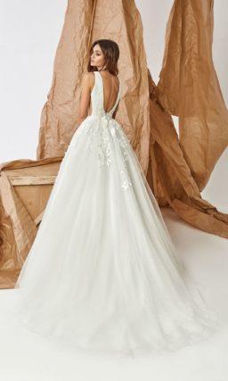 Платье А-силуэта с открытой спиной