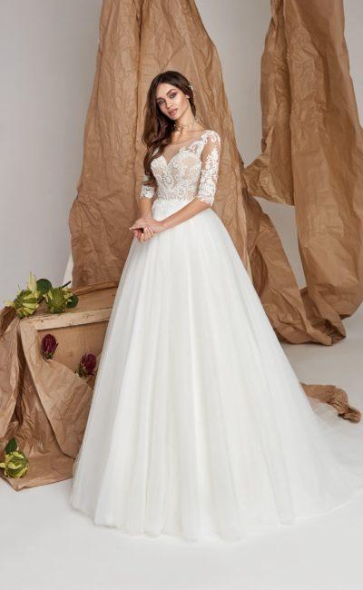 Платье с пышной юбкой и рукавами