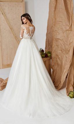 Платье А-силуэта с пышной юбкой и рукавами до локтей