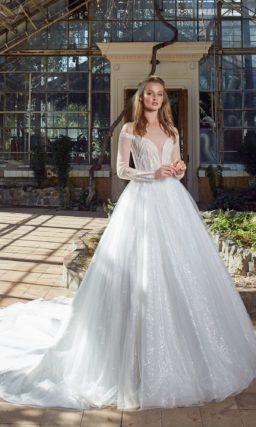 Платье с пышной юбкой из сияющего шифона