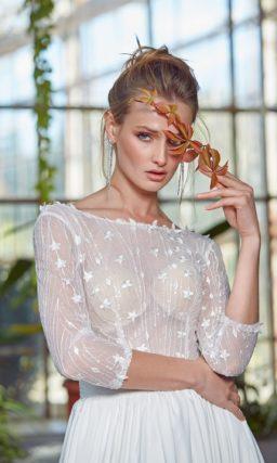 Платье: Приталенный крой, длинные рукава и прямая юбка