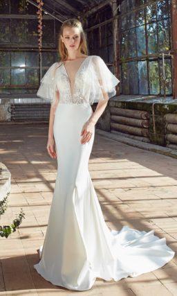 Платье: гладкая атласная юбка, переходящая в шлейф