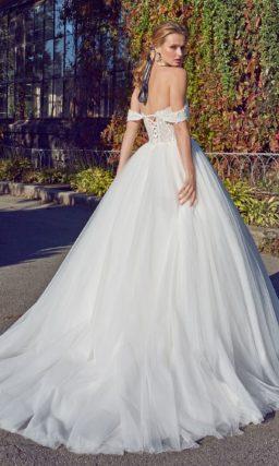 Нежное и роскошное бальное платье