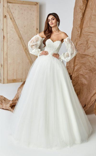 Платье с необычными рукавами фонариком