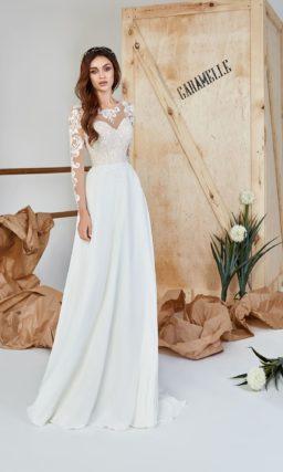 Платье приталенного силуэта с прямой юбкой