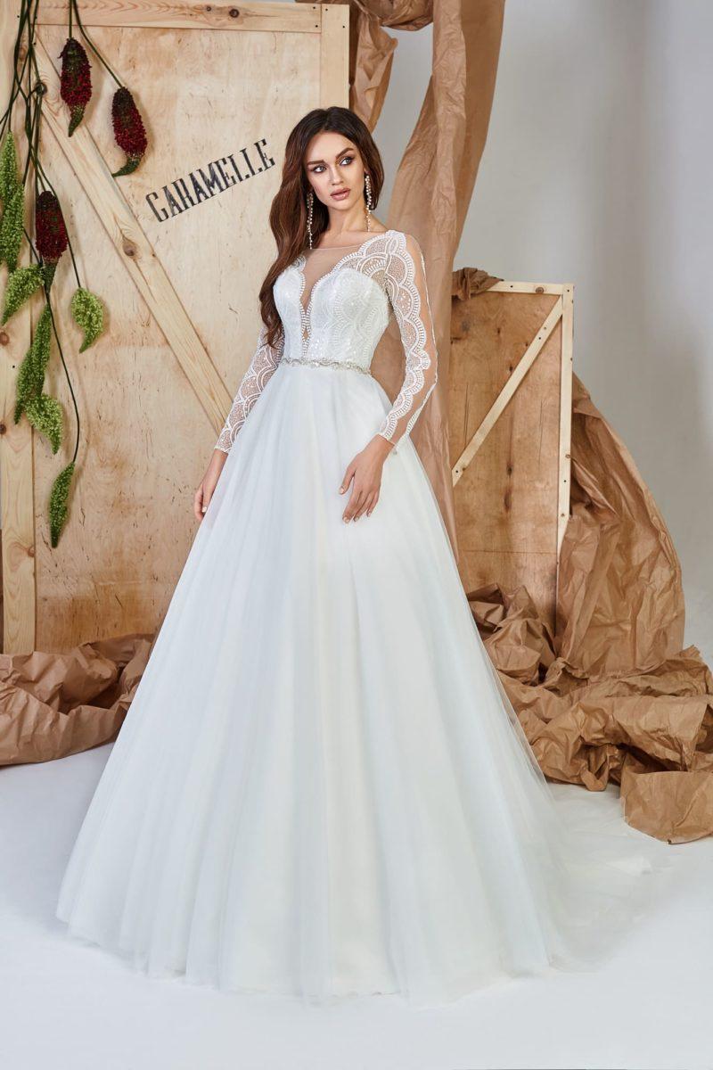 платье А-силуэта со сдержанным декором