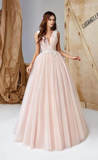 Пышное платье пудрового оттенка