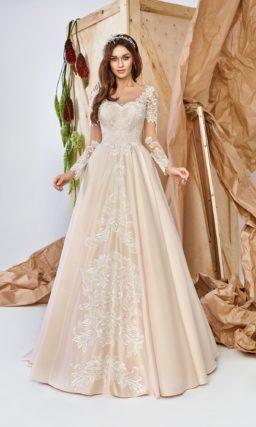 Изящное атласное платье