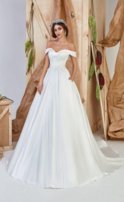 Изящное платье в стиле минимализм