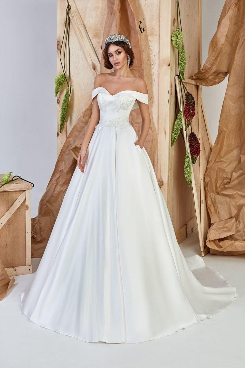 Изящное платье А-силуэта в стиле минимализм