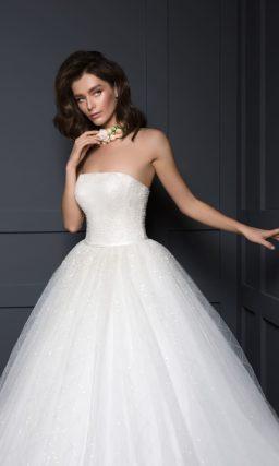 Мерцающее свадебное платье А-силуэта